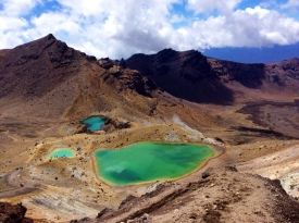 NEW ZEALAND: View from the Tongariro Alpine Crossing over the Emerald Lakes. How is this country even real?!