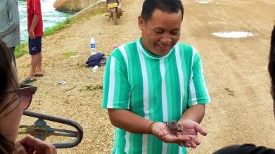 LAOS: Local fisherman caught crabs (heehee) in Thakek.