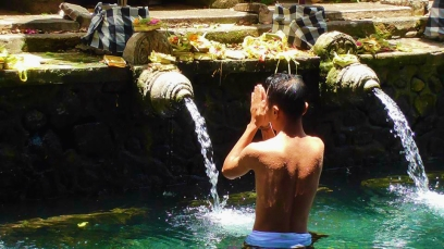BALI: The Holy Spring - sacred water to purify the soul and mind at the Tampak Siring Temple, Ubud.